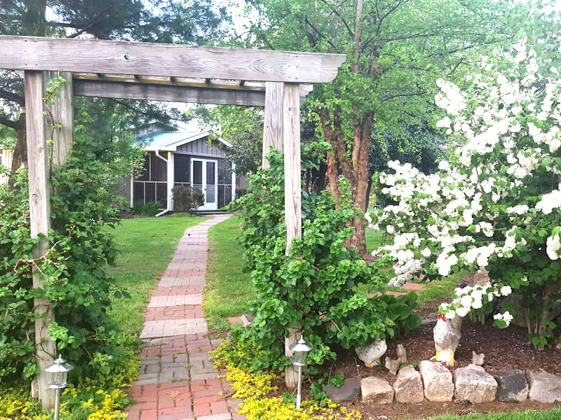 Rosebud Cottage with Arbor