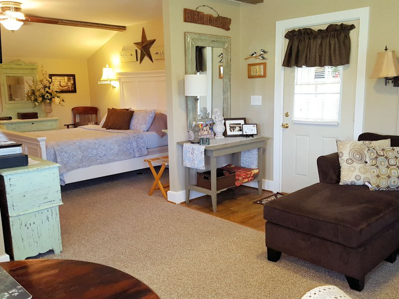 Hurley Byrd Bed-Living room