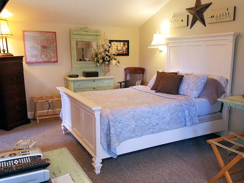 Hurley Byrd Cottage bedroom