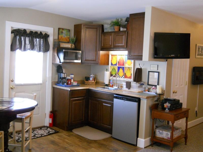 Hurley Byrd Cottage kitchenette