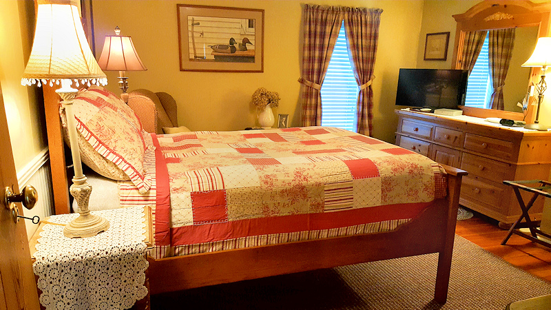 Mark Ruffner Suite room at Piney Hill Bed & Breakfast and Cottages in Luray, VA